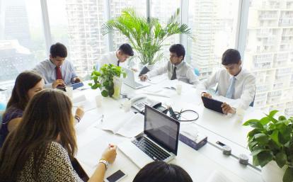 中国でリサーチ活動中のビジネスインターンたち
